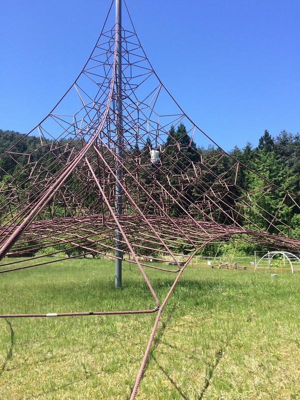 マリンローズパーク野田玉川の公園にあるロープジャングルジム(ザイルクライミング)。
